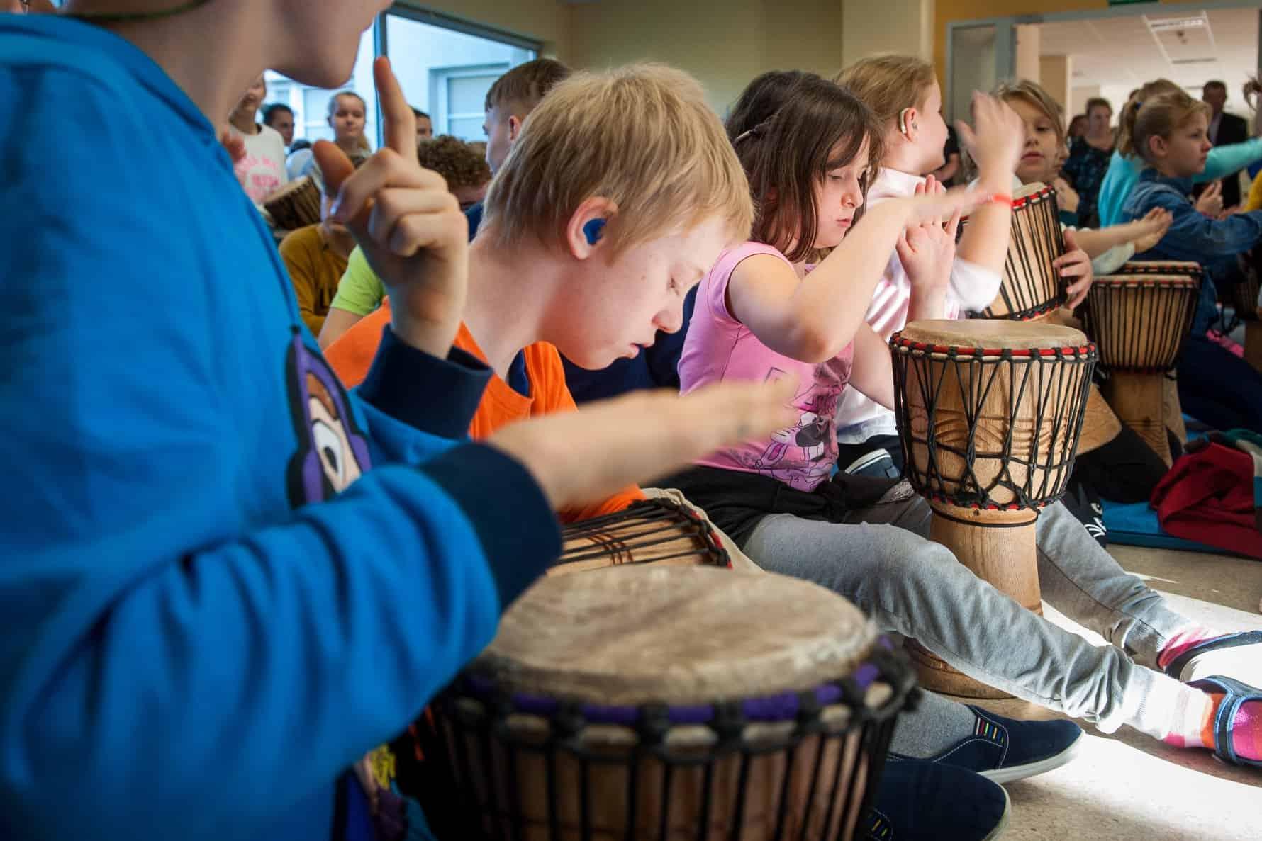 Orkiestra niesłyszących dzieci wzięła udział w warsztatach muzycznych