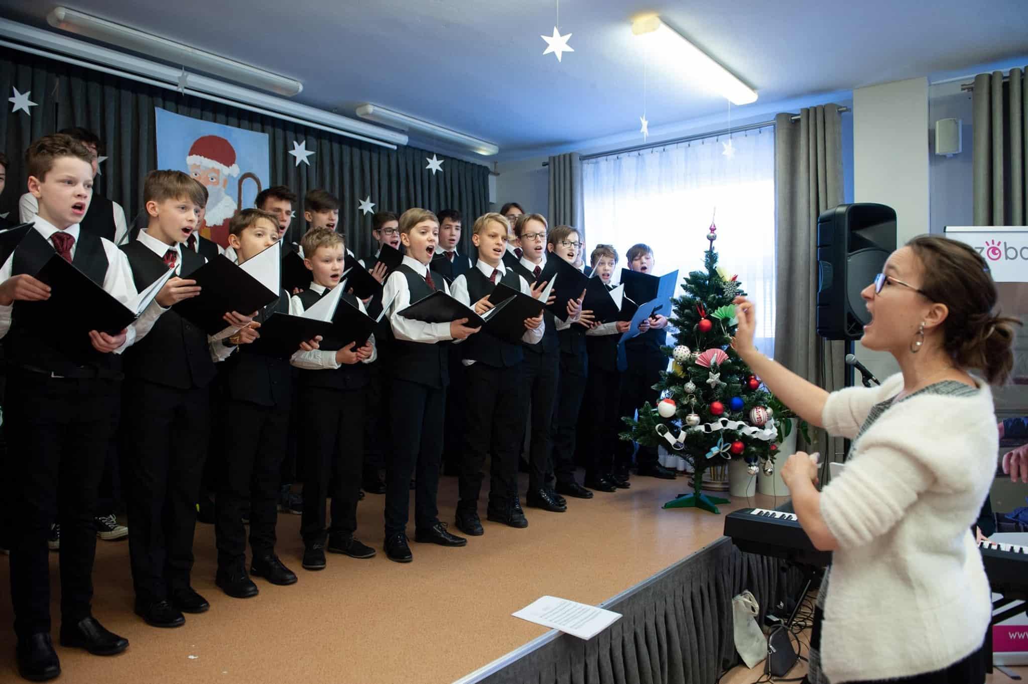 Chór Chłopięcy NFM śpiewa dla chorych dzieci
