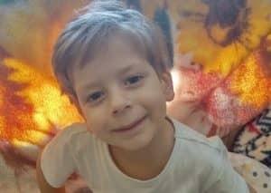 Chłopczyk walczy z nowotworem